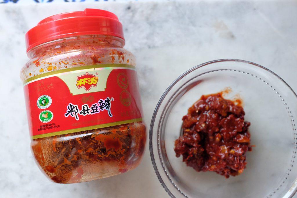 La salsa piccante nel Mápó Tofu originale proviene dalla contea di Pixian (郫县豆瓣酱) appunto nella provincia del Sichuan.