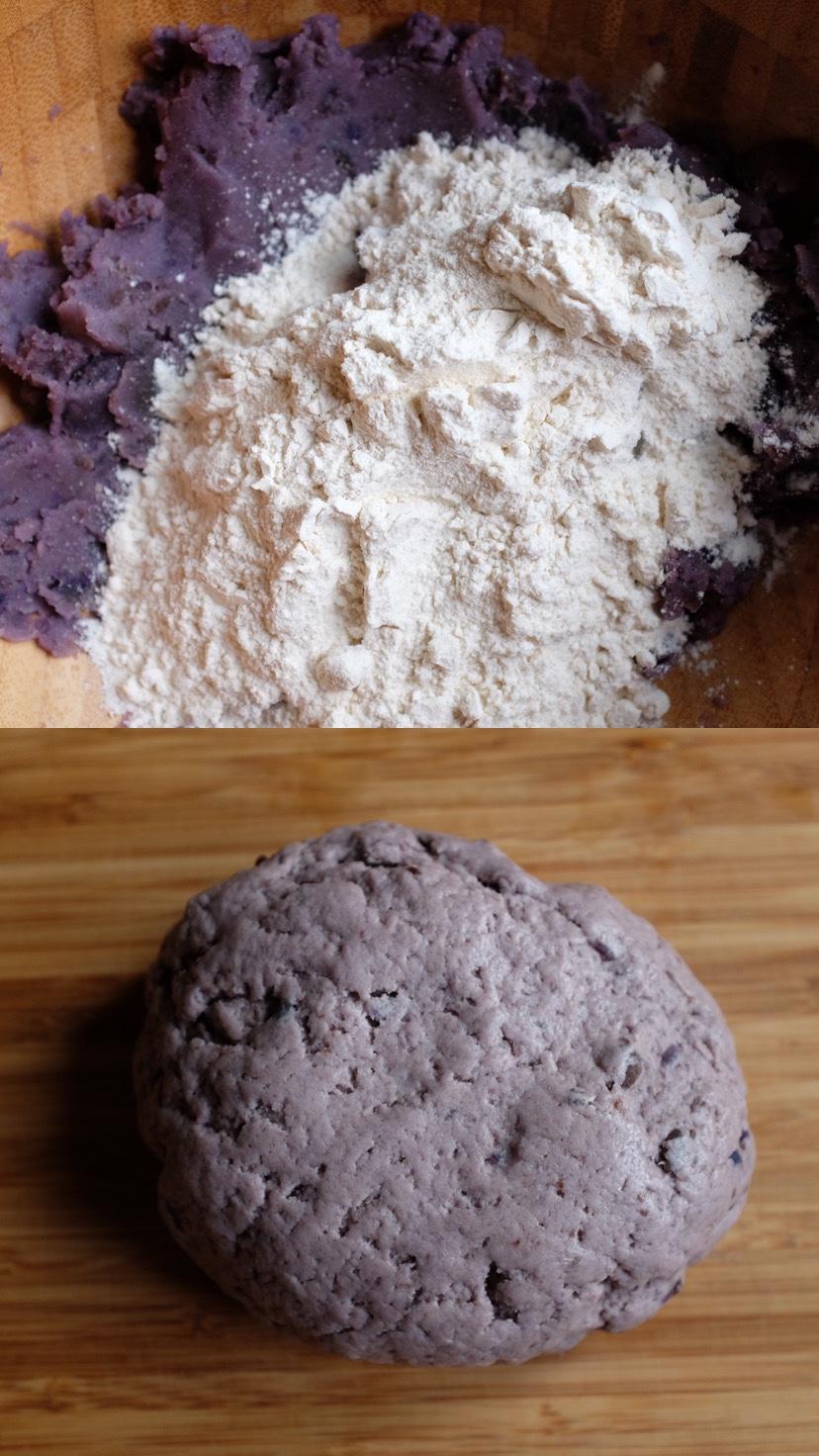 Scola le patate e mettile in una ciotola. Schiacciale fino a farle diventare un purè.