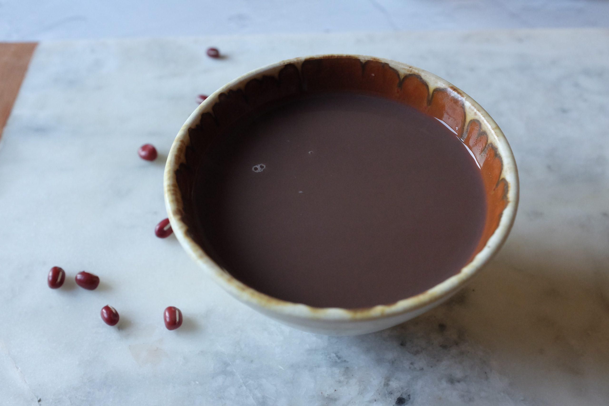 La puoi usare come lubrificante quando prepari il purè di fagioli con il frullatore nel prossimo passo. Quest'acqua la puoi anche bere come una bevanda sana.