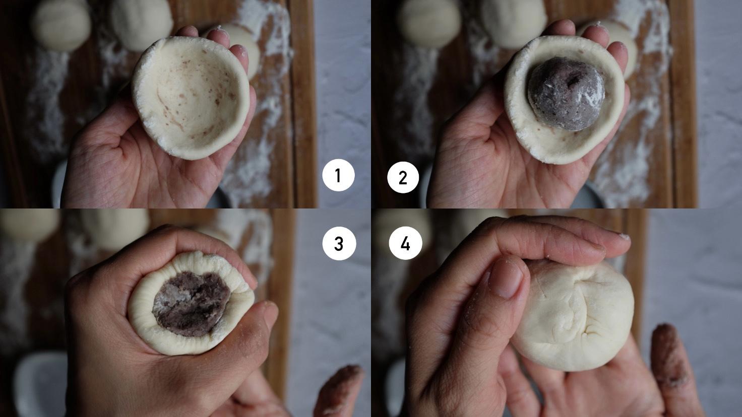 Metti le palline di marmellata di fagioli rossi nel buco dell'impasto. Premi i bordi dell'impasto verso l'alto aiutandoti con il pugno per assicurarti che la marmellata rimanga all'interno.