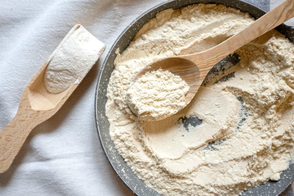Metti 50g farina in una padella, fai saltare a fuoco lento per 10 minuti fino a che non si abbronza. Mettila da parte per utilizzarla successivamente.